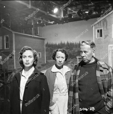 Betta St John (Joanna), Flora Robson (Donna MacKenzie), Alexander Knox (Stephen MacKenzie)
