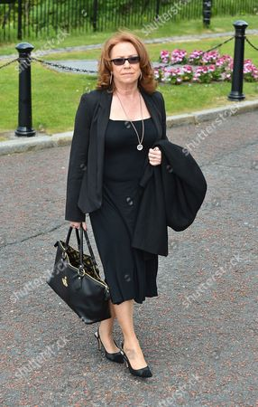 Melanie Hill Who Played 'avaline' In Bread. - Carla Lane Funeral At Liverpool Anglican Cathedral Liverpool Merseyside.