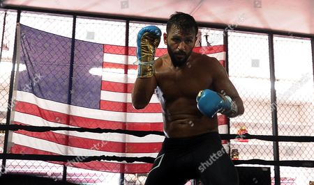 David Haye Is Invited By Joe Fournier Down To Miami 5th Street Gym Where Muhammad Ali Trained. Joe Fournier In Action Shadow Boxing In The Ring.