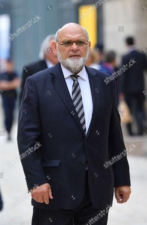 Stock Image of Robert Hue arrives at the Versailles Palace for a special congress gathering both houses of parliament