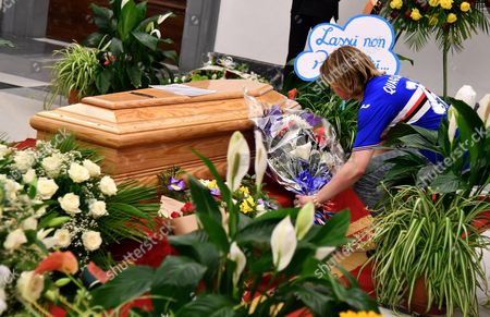 A man wearing a Sampdoria shirt places a bouquet of flowers to the coffin of Italian actor Paolo Villaggio as people pay their respects inside the City Hall in Rome, Italy, 05 July 2017. A non-religious funeral will be held at Rome's Casa del Cinema (Home of Cinema) center later the same day. Italian actor, writer and director Paolo Villaggio, one of the greats of the Italian comedy, died at a Rome clinic on 03 July at the age of 84.