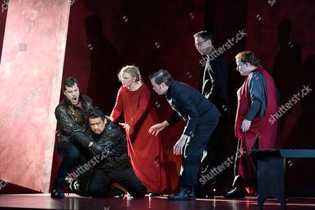 Oleg Tsibulko (Banquo), Yung Soo Yun (Macduff), Richard Moore (doctor)
