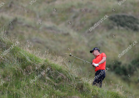 Simon Khan plays out of the rough