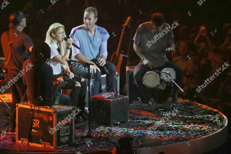 Chris Martin (Coldplay) with Shakira