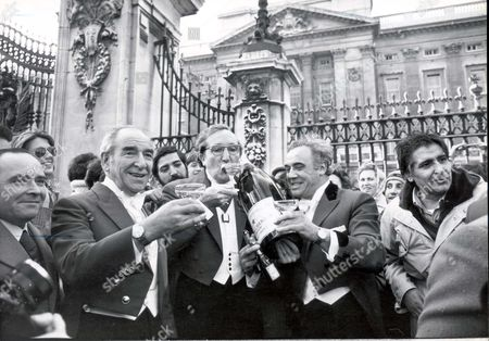 Peter Phillips - November 1977 The Birth Of Peter Phillips Being Toasted Outside Buckingham Palace By Mr Ivor Spencer (president Of The Guild Of Professional Toastmasters) Mr Bill Payne (guild Chairman) And Mr Harry Rabin (past Chairman). ...royalty
