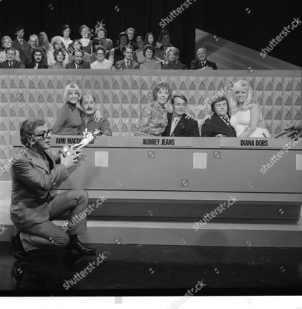 Alfred Marks, Aimi MacDonald, Jack Smethurst, Audrey Jeans, Les Dawson and Diana Dors, with Barry Cryer