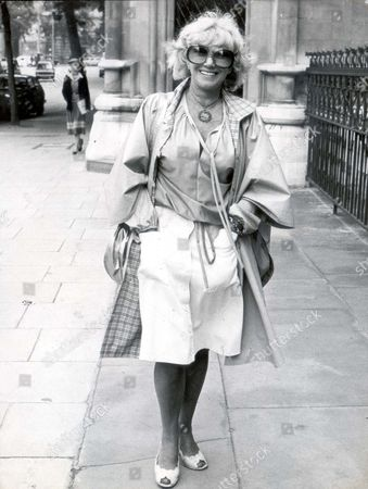 Dorothy Squires ...... Singer ..... (died April 1998) .... Singer Dorothy Squires In London Today...