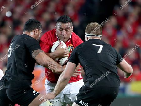 Mako Vunipola of the Lions is tackled by Jerome Kaino (6) and Sam Kane (7) of New Zealand