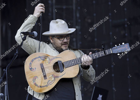 Lead singer Jeff Tweedy of US band Wilco perfom on stage during Mad Cool Festival in Madrid, Spain, 08 July 2017.