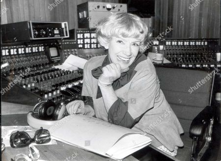Dorothy Squires ...... Singer ..... (died April 1998) ....