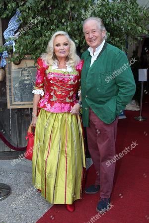 Max Schautzer mit Ehefrau Gundel Schautzer,.