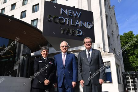 (L-R) British Metropolitan Police Commissioner Cressida Dick, Australian Prime Minister Malcolm Turnbull and Australian High Commissioner to the United Kingdom Alexander Downer pose for a picture at New Scotland Yard in London, Britain, 10 July 2017. Prime Minister Malcolm Turnbull is in the UK for a three-day official visit.