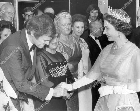 Queen Elizabeth II Opens New South Wales House In The Strand. Pix Shows: Keith Michell The Actor Who Played The Part Of Henry Viii In The Tv Show.