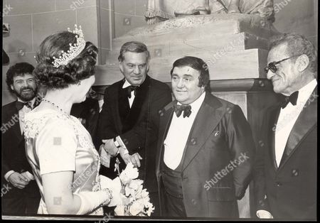 Queen Elizabeth II Meets Les Dawson And Reginald Bosanquet. 1979 The Celebrated Drury Lane Ghost Never Materialised To See What The Fuss Was About But Plenty Of Gremlins Haunted The Theatre Royal For The Only Royal Variety Performance To Be Held There. A Royal Line-up: Sir James Galway Reggie Bosanquet (died May 84) And Les Dawson Meets The Queen.