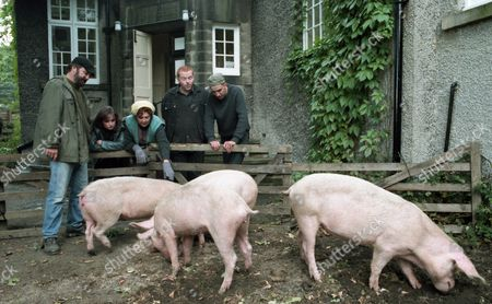 The villagers continue to grow sick of the Dingle behaviour at the village hall as Zak unloads his pigs - With Tina Dingle, as played by Jacqueline Pirie ; Sam Dingle, as played by James Hooton ; Butch Dingle, as played by Paul Loughran ; Zak Dingle, as played by Steve Halliwell ; Nellie Dingle, as played by Sandra Gough. (Ep 2022 - 31st October 1995).