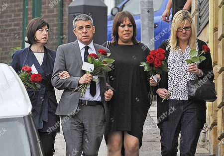 Stock Picture of (l To R) MP Lucy Powell MP Geoff Smith MP Paula Sherriff And MP Karen Rawlins And Lay Flowers Near The Scene Of The Attack In Birstall West Yorkshire Where Jo Cox MP Was Killed.-17/6/16.