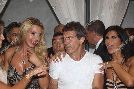 Pamela Prati and Valeria Marini with Antonio Banderas