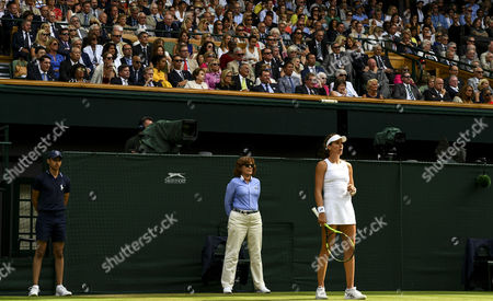 Virginia Wade (extreme left) and members of the royal box watchJohanna Konta (GBR)