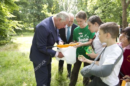 Stock Image of Prince Charles inspects insects with Loyd Grossman and pupils of St.James & St.John Church of England Primary School in Paddinghton.