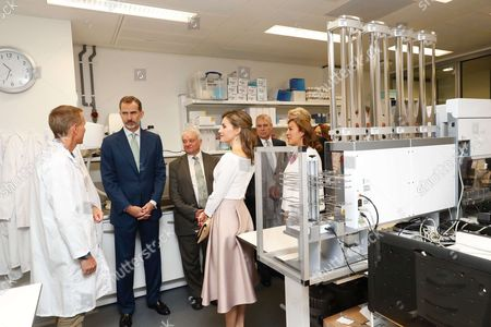 Queen Letizia and King Felipe VI and Prince Andrew and Spanish secretary of state for research, development and innovation, Carmen Vela, are welcomed by Francis Crick Institute's Director, Nobel-laureate Paul Nurse, at the institute in London