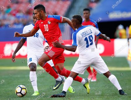 Stock Image of Ismael Diaz, Jean-Manuel Nedra, Daniel Herelle Panama's Ismael Diaz (10) cuts between Martinique's Daniel Herelle (19) and Jean-Manuel Nedra (18) during a CONCACAF Gold Cup soccer match in Cleveland