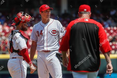 Homer Bailey, Bryan Price Cincinnati Reds starting pitcher Homer Bailey (34) waits to be relieved by manager Bryan Price, right, in the fifth inning of a baseball game against the Washington Nationals, in Cincinnati