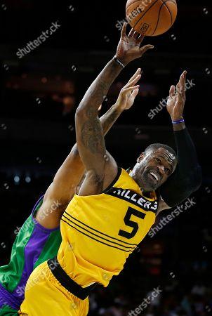 Stephen Jackson, Eddie Badsden Killer 3's Killer 3's Stephen Jackson (5) attempts a shot as 3-Headed Monsters Eddie Badsden defends during Game 3 in the BIG3 Basketball League in Philadelphia, Pa