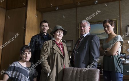 Pictured: Lisa Hammond [as Helen], Kenny Doughty [as Ds Aiden] Healy, Brenda Blethyn [as Vera], Jon Morrison [as Dc Kenny Lockhart] and Cush Jumbo [as Dc Bethany Whelan]. Episode 1
