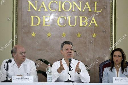 Stock Photo of Juan Manuel Santos, Rodrigo Malmierca and Maria Claudia Lacouture