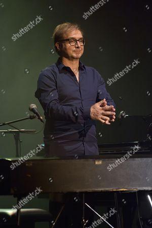 Jean Yves d'Angelo accompagne au piano et aux claviers Michel Jonasz