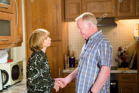 Ep 8942 Monday 11 July 2016 - 2nd Ep David Platt, as played by Jack P Shepherd, and Kylie Platt, as played by Paula Lane, eavesdrop as Michael Rodwell, as played by Les Dennis, and Gail Rodwell, as played by Helen Worth, chat away in the annexe. When Gail steps on a screw, Michael offers to kiss it better and the chemistry between them is evident. With some encouragement from David and Kylie, Michael and Gail finally admit they've missed each other and kiss.