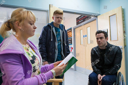 Ep 8626 Monday 27 April 2014 - 1st Ep As Sinead Tinker, as played by Katie McGlynn, prepares to leave the hospital for home, Chesney Brown, as played by Sam Aston, is overcome with jealousy when Sam, as played by Peter Mitchell, hands her a parting gift.