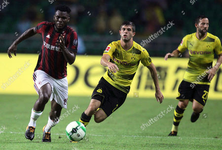 AC Milan?s Franck Kessie (L) fights for the ball with Borussia Dortmund?s Christian Pulisic (C) and Gonzalo Castro (R) during the 2017 International Champions Cup (ICC) soccer match between AC Milan and Borussia Dortmund at the University Town Sports Centre Stadium in Guangzhou, Guandong Province, China, 18 July 2017.