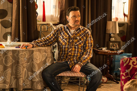 Stock Photo of Ep 8592 Monday 9 March 2015 - 1st Ep While Owen Armstrong, as played by Ian Puleston-Davies, baby-sits Jake and Joseph, Linda, as played by Jacqueline Leonard, calls round hoping to spend some time with her grandchildren before heading back to Portugal. Anna's jealous and it seems she has a right to be when Linda confesses to Owen that she's always loved him and deeply regrets her affair. But when she suggests to Owen that he and the girls should move abroad with her and give their relationship another try, how will Owen react?