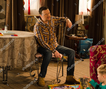 Ep 8592 Monday 9 March 2015 - 1st Ep While Owen Armstrong, as played by Ian Puleston-Davies, baby-sits Jake and Joseph, Linda, as played by Jacqueline Leonard, calls round hoping to spend some time with her grandchildren before heading back to Portugal. Anna's jealous and it seems she has a right to be when Linda confesses to Owen that she's always loved him and deeply regrets her affair. But when she suggests to Owen that he and the girls should move abroad with her and give their relationship another try, how will Owen react?