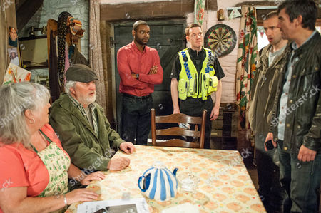 Ep 7592 Friday 19 August 2016 The police take DNA so they can identify Belle if they find her. Bailey, as played by Micah Balfour, wants to help search but the Dingles don't want him involved.