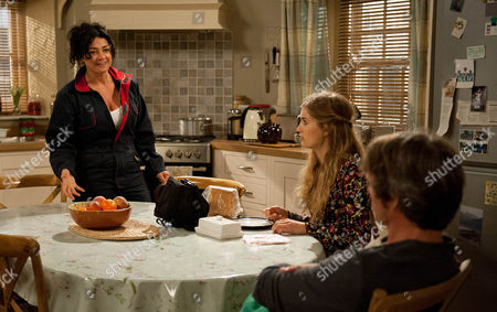 Ep 7610 Thursday 8th September 2016 - 1st ep James Barton, as played by Bill Ward, is shocked when Moira Barton, as played by Natalie J Robb, tells him she's going to sell up and move away. As he urges her to think about her decision Holly Barton, as played by Sophie Powles, arrives, pleased about her new job. But is soon aghast to hear her mum's planning to sell.