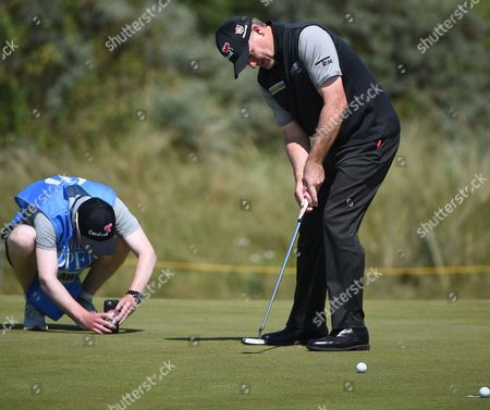 Paul Lawrie of Britain putts during a practice session prior to the British Open Golf Championship at Royal Birkdale, Britain, 18 July 2017.