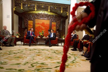 John Key, Li Keqiang Former New Zealand Prime Minister John Key, second from left, and Chinese Premier Li Keqiang, third from left, talk during a meeting at the Zhongnanhai Leadership compound in Beijing . Key is leading a business delegation to the Chinese capital