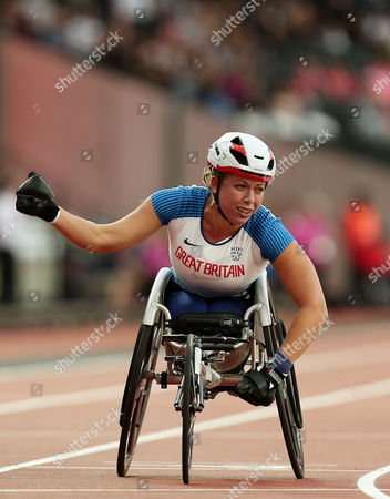 Hannah Cockroft of Great Britain celebrates after winning gold in the Womens 400m T34 Final,