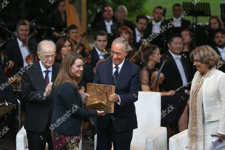 Portugal's President Marcelo Rebelo de Sousa (2-R), accompanied by Calouste Gulbenkian 2017 Prize Jury President Jorge Sampaio (L) and Calouste Gulbenkian Foundation President Isabel Mota (R), greets Hungarian Helsinki Committee vice-president Marta Pardavi after receiving the Calouste Gulbenkian 2017 Prize, at Calouste Gulbenkian Foundation, in Lisbon, Portugal, 20 July 2017. The Calouste Gulbenkian 2017 Prize, with the sum of 100,000 euros, is ex-aequo awarded to the Hungarian Helsinki Committee, a non-governmental organisation that provides legal support to migrants and refugees in Hungary and to Professor Jane McAdam, an influential Australian researcher in the field of law.