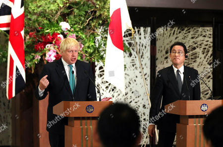 British Foreign Secretary Boris Johnson (L) and his Japanese counterpart Fumio Kishida deliver a statement at the Iikura guesthouse in Tokyo