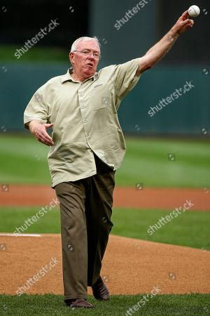 Former Minnesota Twins manager Tom Kelly throws a ceremonial first pitch as part of a 30th anniversary celebration of the 1987 World Series Champion team before a baseball game with the Detroit Tigers, in Minneapolis