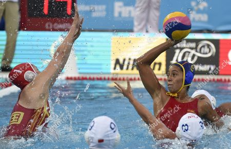Chinese goalkeeper Lin Peng (L) in action against Matilde Ortiz of Spain (R) during their women's water polo China vs Spain match for qualifying in the group of best eight at the 17th FINA Swimming World Championships in Hajos Alfred National Swimming Pool in Budapest, Hungary, 22 July 2017.