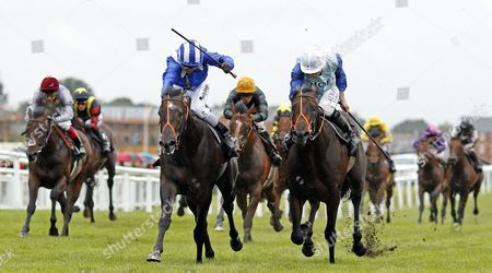 ALKHALIFA (left, Jim Crowley) beats OLIVER REED (right) in The bet365 Novice Stakes Newbury