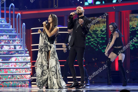 Spanish India Martinez (L) and Argentinian Abel Pinto sing during the 4th Ibero American Cinema Platino Awards ceremony at the Magic Box in Madrid, Spain, 22 July 2017.