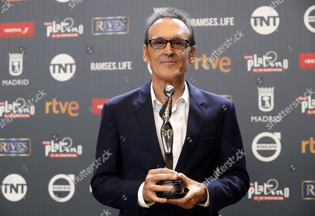Spanish composer Alberto Iglesias poses with his 'Best Music' award for 'Julieta ' during the 4th Ibero American Cinema Platino Awards ceremony at the Magic Box in Madrid, Spain, 22 July 2017.
