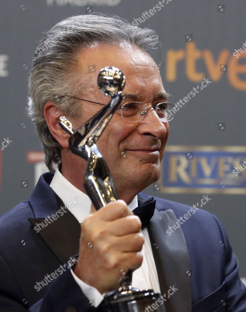 Argentinian actor Oscar Martinez poses with his 'Best Male Performance' award for 'El ciudadno ilustre' during the 4th Ibero American Cinema Platino Awards ceremony at the Magic Box in Madrid, Spain, 22 July 2017.
