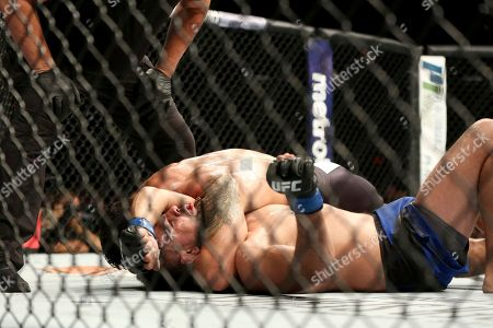 Kelvin Gastelum, Chris Weidman Chris Weidman sinks in the fight winning choke against Kelvin Gastelum during their mixed martial arts bout at UFC on Fox 25, in New York. Weidman won via 3rd round submission