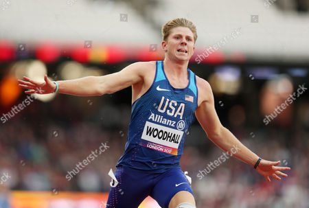 Hunter Woodhall of USA celebrates after crossing the line to win gold for his team in the Mens 4x100m Relay T42-47.